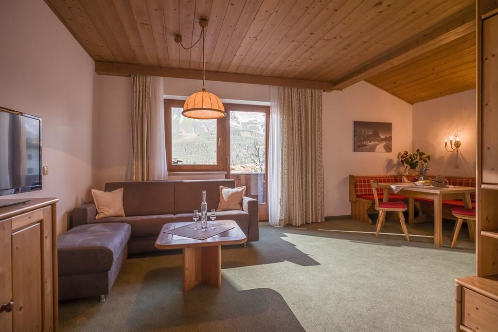 Keyword Gre Onwohnzimmer Designs Gemtliches Wohnzimmer In Erdtnen  Kombiniert Mit Eisblau 11 .