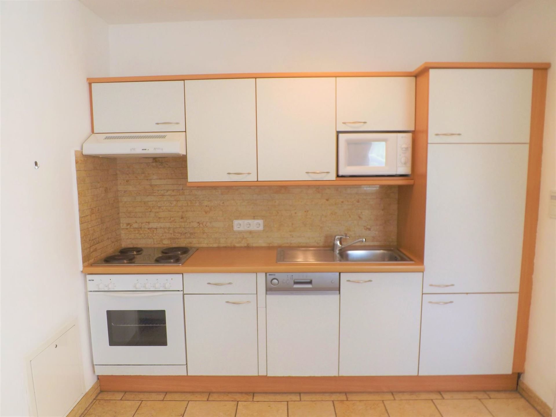 2/4 PERSON - KITCHEN (INC DISHWASHER)