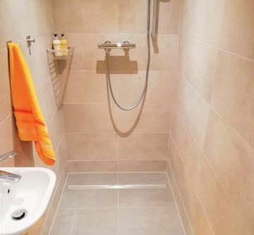 6/8 PERSON - SHOWER ROOM