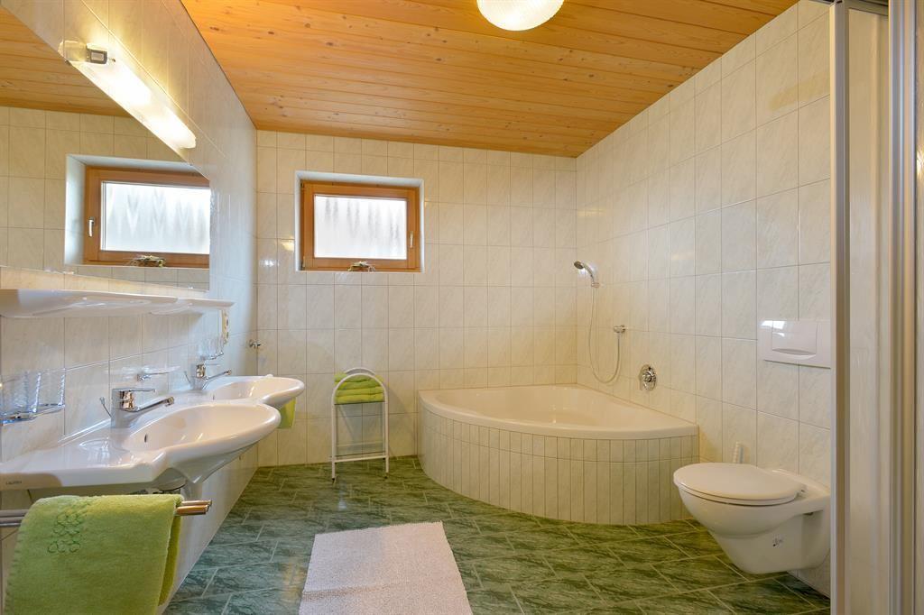 https://www.wilderkaiser.info/feratel/room/haus-bernhard-badezimmer.jpg