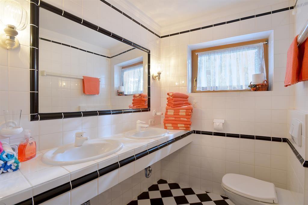 Bad, WC; Ferienhaus/4 Od. Mehr Schlafr.