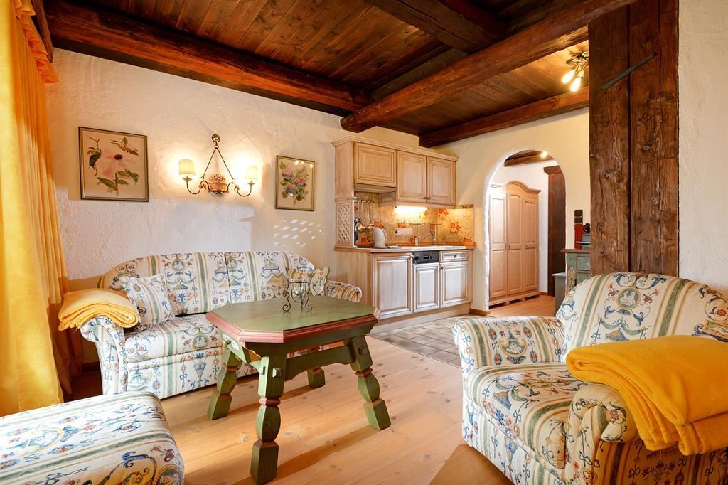 Landhaus wohnzimmer wohnzimmer einrichtungsideen landhaus for Wohndesign landhaus