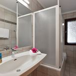 ap./3 bedrooms/shower or bath tube, WC