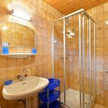 Apartment, shower or bath, toilet, 1 bed room
