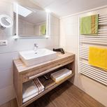 1 bedroom, 1 comb. living & bedr.,bathWC