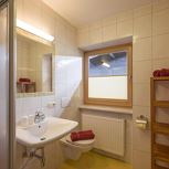 Apartment, shower or bath, toilet, north