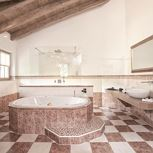 residenzsuite with shower or bath tube,