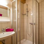 Apartment, shower and bath tub, 1 bed room