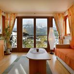 Suite, shower, toilet, facing the mountains