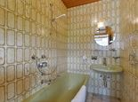 App. /3 bedrooms/shower or bath, WC