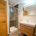 Top 4. 1 bedroom, comb liv.-bedr./shower