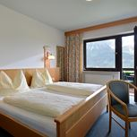 Double room, shower, toilet, facing the mountains