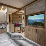 Studio, separate toilet and shower/bathtub, facing the mountains