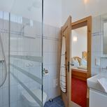 Double room, shower, toilet, good as new