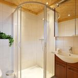 ap./2 bedrooms/shower or bath tube, WC